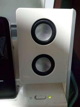 iPod De 80 Gb Negro Cargador Cable Estuche. Excelente estado.     iPod De 80 Gb Negro Cargador Cable Estuche.