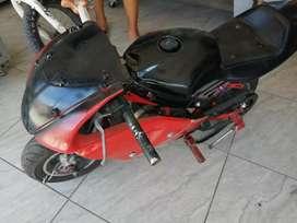 Vendo moto pequeña de gasolina