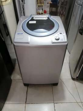 Lavadora 32 libras, digital, buen estado, haceb, buen estado