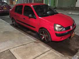 Vendo o permuto Renault Symbol 2003 bonito