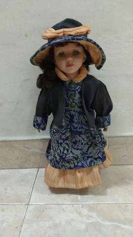 Muñeca preciosa antigua