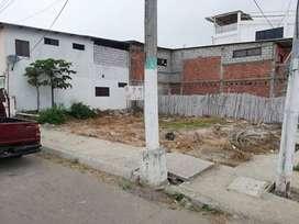 Se vende terreno en Bahía de Caráquez a una calle del Hotel la Herradura