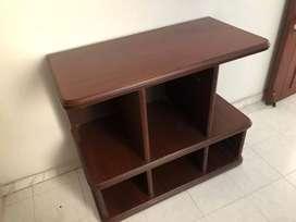 Se vende mesa para tv buena madera