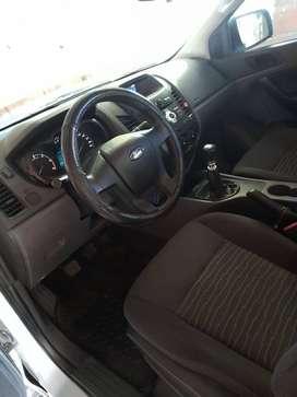 Ford ranger XL 4×2 -2.2 -DIESEL-Modelo 2015-Color gris plata-caja de sexta-polarisada-accesorios originales-IMPECABLE