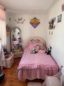 Se vende cama rosa en buen estado
