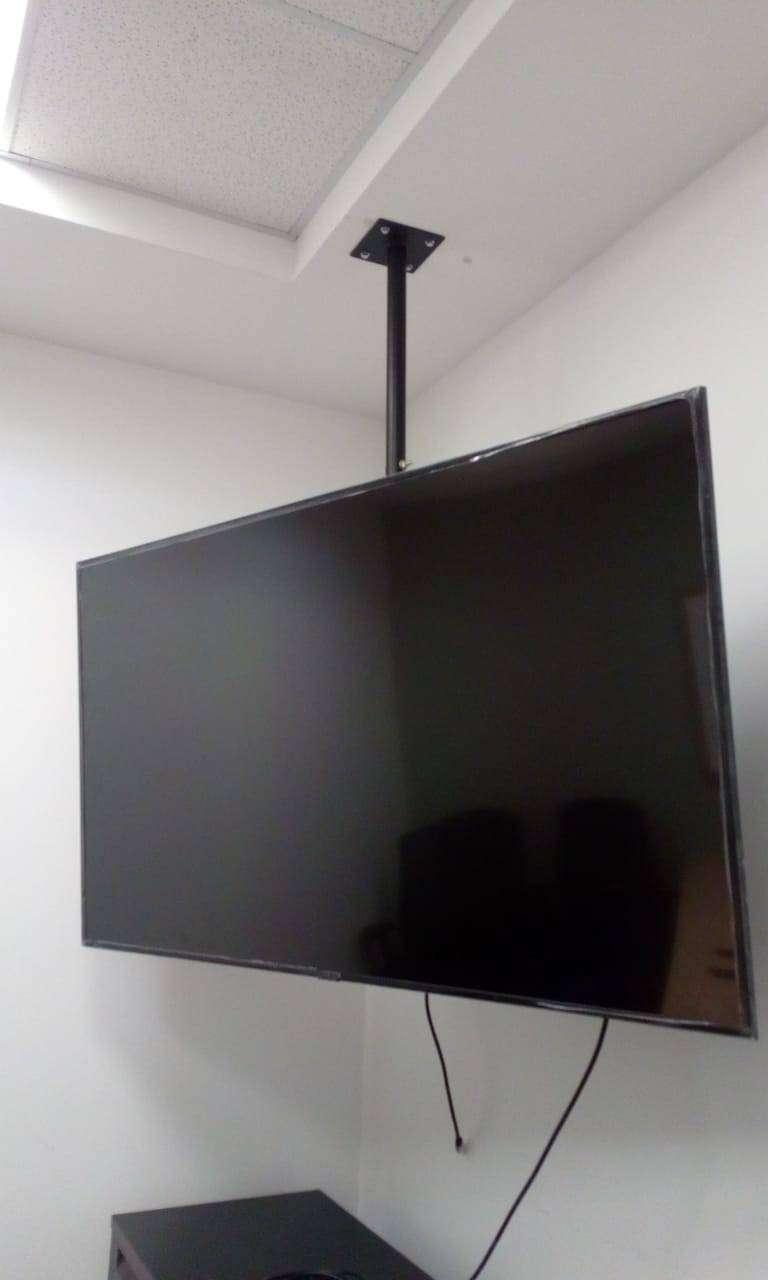 rack de techo para televisores de 75 pulgadas-grandes y pesados 0