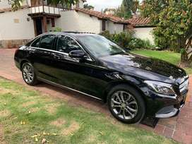 Mercedes Benz C180 negro