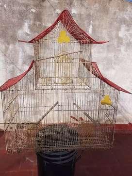 Vendo 10 jaulas para canarios buen estado también bebederos nidos comederos todo para canario