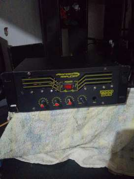 Amplificador en buen  estado excelente donido