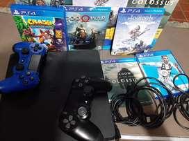 PS4 Slim 1TB + 2 controles + 5 Juegos