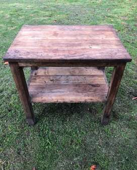 Mesa de madera rustica, medidas 90 x 90 x 60