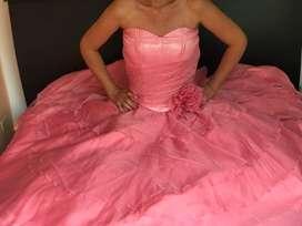 Hermoso vestido de 15 años color salmón.