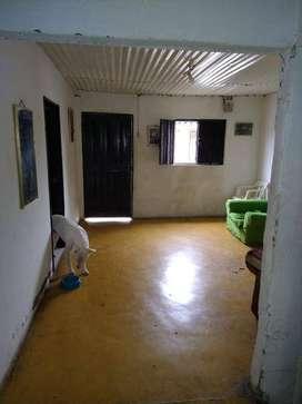 Casa de un piso amplia con 4 cuartos 1 baño cocina corredor y patio mui buena ubicacion