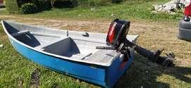 Vendo tohausu 5hp con casco sin trailer como se ve en la foto sólo 5 usos