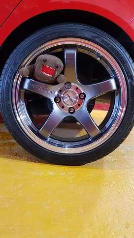 Llantas deportivas y Neumáticos