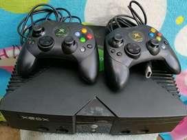 Hermoso xbox clásico en excelente estado con 2 controles y 27 juegos incorporados