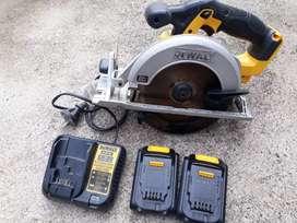 Vendo sierra circular a batería DeWalt