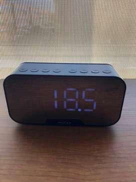 Parlante Reloj Digital Bluetooth Alarma Fm Usb Recargable