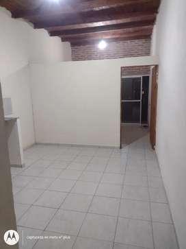 Departamento de un dormitorio arbo y blanco 1445
