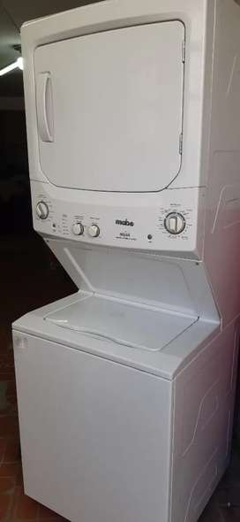 Lavadora secadora tipo torre.