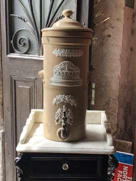 Filtro de agua antiguo Ingles Completo