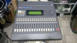 Consola digital Yamaha Pro Mix 01 16 canales usada