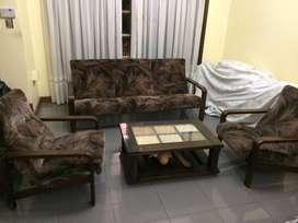 Juego de sillones de living y mesa ratona (opcional)
