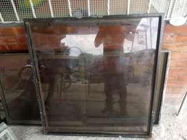 División metalica con vidrio 99*101 cms