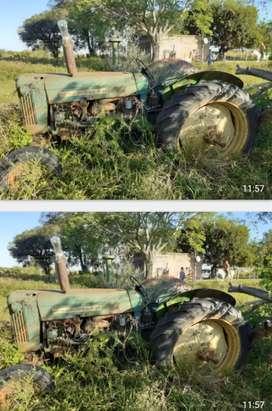 Permuto por herramientas de carnicería!! Tractor JHON FERR 445  ( no funciona))