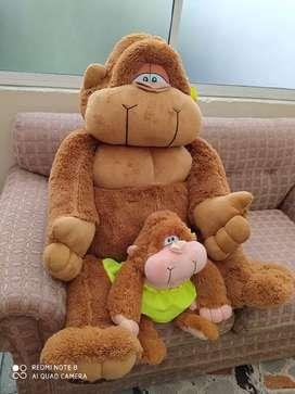 Osa y bebé en peluche