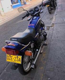 La moto esta al dia en todo papeles nuevos, sin traspaso