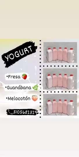 Exquisito yogurt, elaborado con ingredientes naturales y bajo normas de sanidad