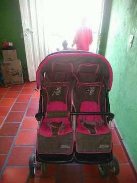 Vendo coche gemelar femenino