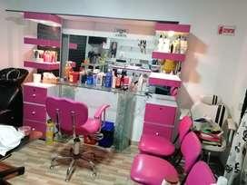 se vende montaje para peluqueria con su respectiva silla y sala de espera mas lava cabezas