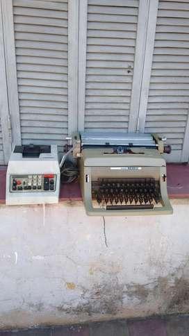 maquina de escribir y otra de sumar.