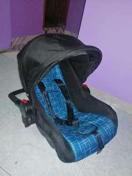 Silla de bebé para carro NUEVA