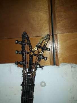 Escultura en materia reciclaje instrumentos