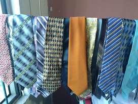Corbatas. Vendo 24 corbatas