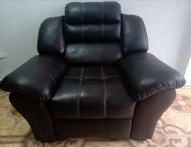 Mueble requinable marrón de cuero