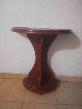 Se vende mesa, cuadro y silla