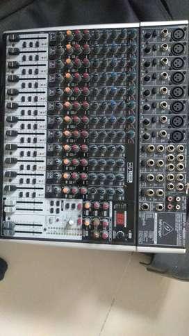 Consola Beringer XENYX 8 canales