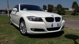 VENDO IMPECABLE BMW 325 i, SEDAN EXCLUSIVE  año 2010, 115.800 kms, PUEDO LLEGAR A TOMAR PERMUTA DE MI INTERES
