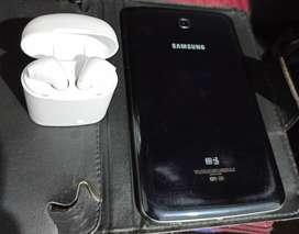 Se vende tablet Samsung Galaxy Tab 3 en buenas condiciones y con poco uso. Incluye audífonos como regalo y su cargador.