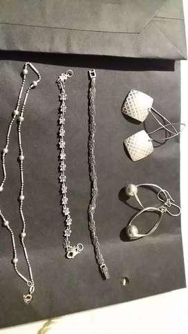 Vendo un lote d Joyas de plata italiana  y oro antiguo de 18 kilates el precio es negociable