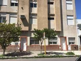 ALQUILO CONSULTORIO/OFICINA PLANTA BAJA ENTRADA INDEPENDIENTE MORENO 600 B.BCA. $ 10000 + EXPENSAS