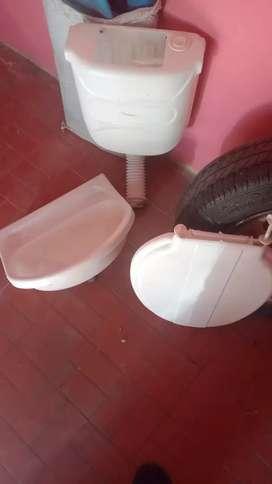 Mochila de inodoro, pileta y tapa de inodoro. Todo en plastico