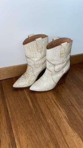 se venden botas en excelente estado , como nuevas , talla 38