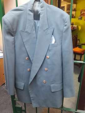 Vendo traje talle 52 casi nueva