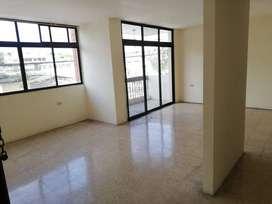 Se alquila departamento de 3 dormitorios en Urdesa Central
