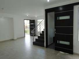 Venta Casa 190 m² Nueva Estrenar 4 Habitaciones - Parquederos Sector La Espe